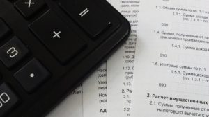 Kalkulator lezy na dokumentach